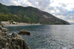 vista scogli spiaggia scilla